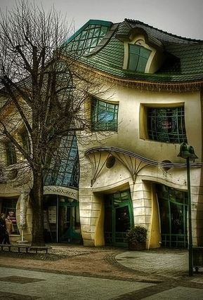 The Crooked House, Pologne